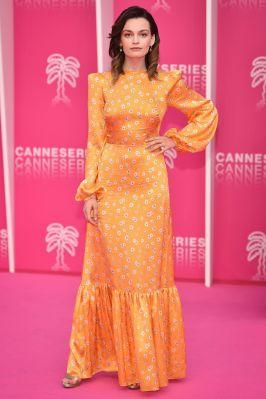 Emma Mackey in The Vampire's Wife al Cannes International Series Festival