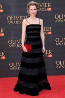 Gillian Anderson in Armani Privé agli Olivier Awards, London