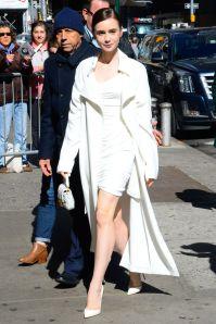 Lily Collins con Fendi mini baguette, New York