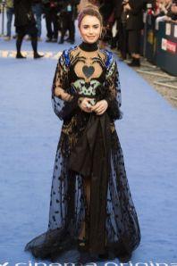 Lily Collins con scarpe Giuseppe Zanotti, gioielli Cartier alla premiere of Extremely Wicked, Shockingly Evil and Vile, London.
