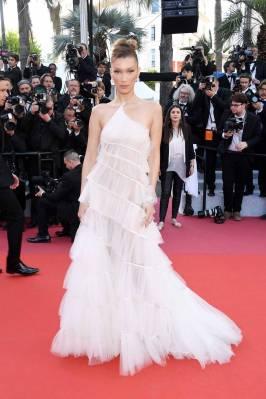 Bella Hadid in Christian Dior Haite Couture alla Rocketman Premiere al Cannes Film Festival