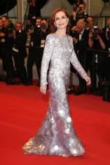 Isabelle Huppert in Armani Privé alla Frankie Premiere al Cannes Film Festival Red Carpet 2019