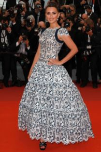 Penelope Cruz in Chanel Couture alla premiere of Pain And Glory, Cannes Film Festival