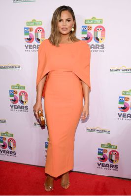 Chrissy Teigen al Sesame Workshop's 50th anniversary benefit gala, New York