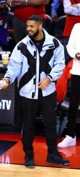 Drake in Burberry al NBA Finals game last night, Toronto