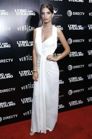 Emily Ratajkowski in Narciso Rodriguez allo Lying And Stealing New York Screening