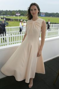 Felicity Jones in Emilia Wickstead al Royal Windsor Cup Final , Ascot