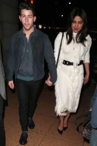 Nick Jonas e Priyanka Chopra,in David Koma, London