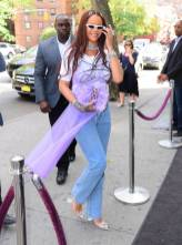 Rihanna con pumps Quetsche and Amina Muaddi, NY