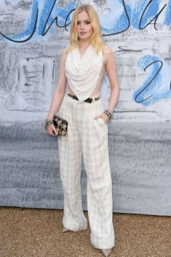 Ellie Bamber in Chanel al The Serpentine Summer party 2019, London