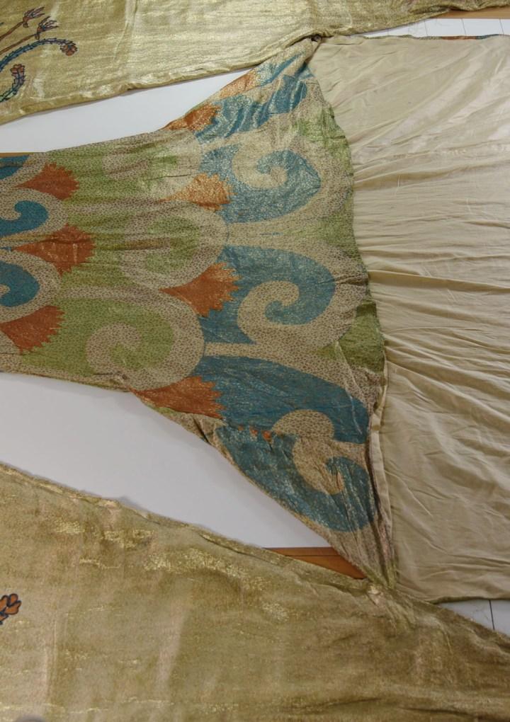 Il Museo del Tessuto lancia un crowdfunding a sostegno del restauro dei costumi della prima assoluta della Turandot di Puccini