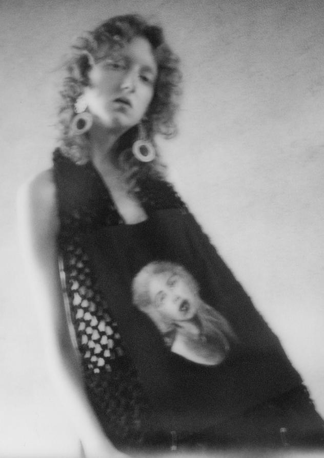 (E)Utopia è il brand creato da Chiara Sforazzini, giovane artista che da sempre segue la propria passione per la pittura e il disegno. L'arte è qui intesa con mezzo di comunicazione dell'anima