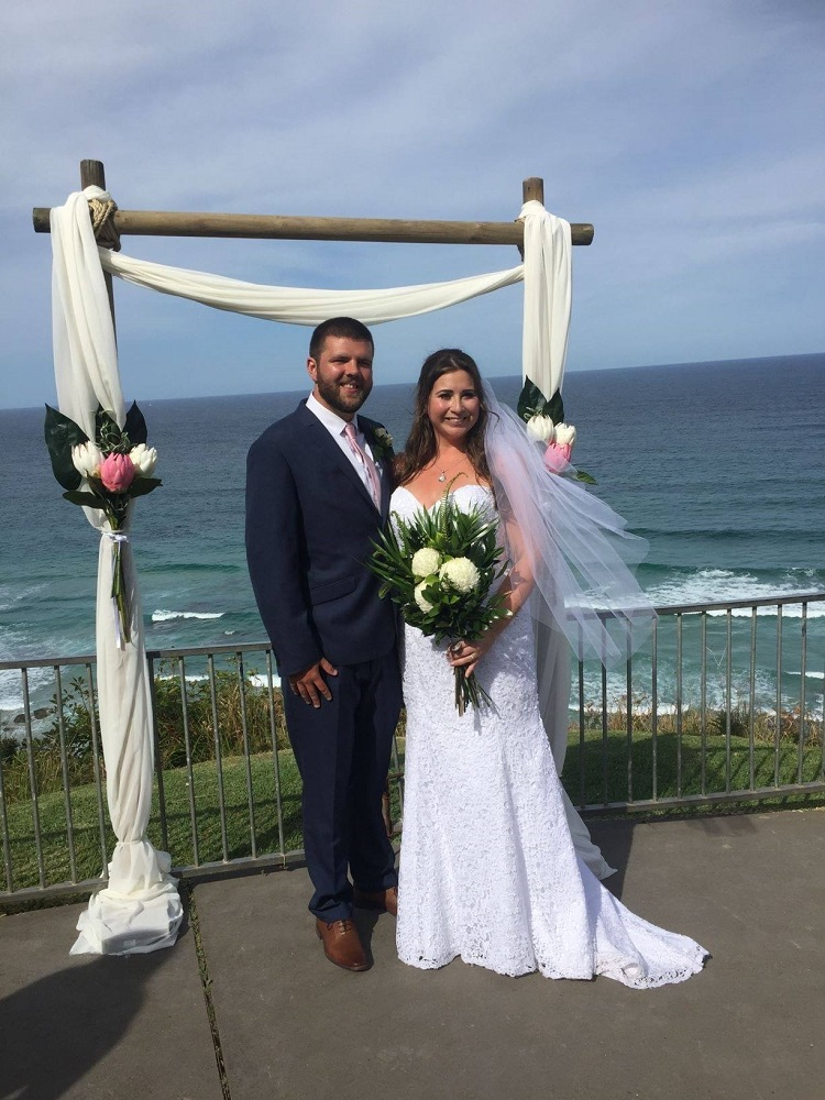 Port Macquarie Wedding couple in front of Arch