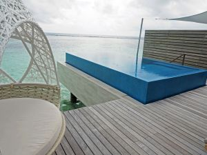 Infinity Pool Romantic Water Villa