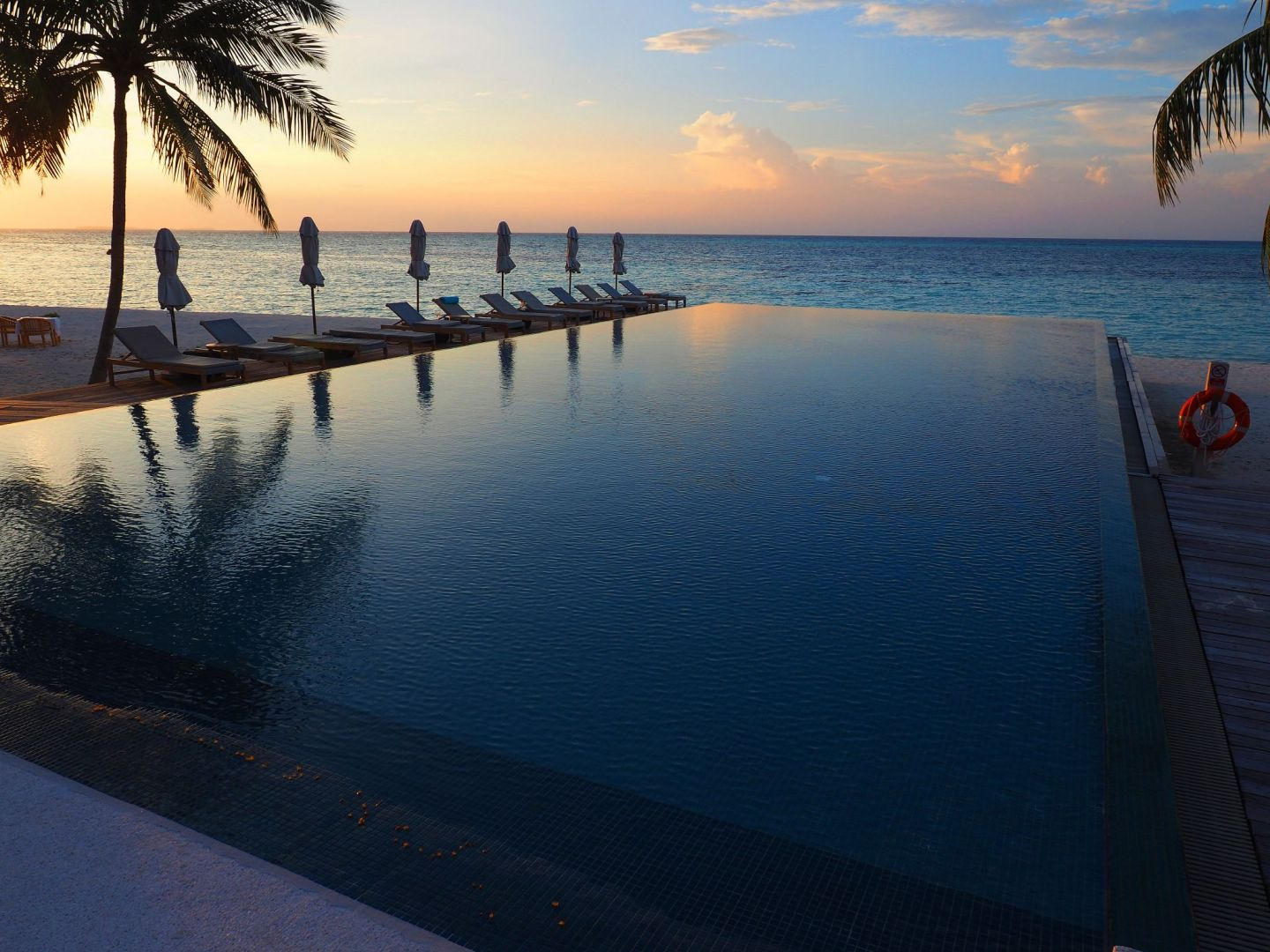 Infinity Pool Senses LUX Maldives