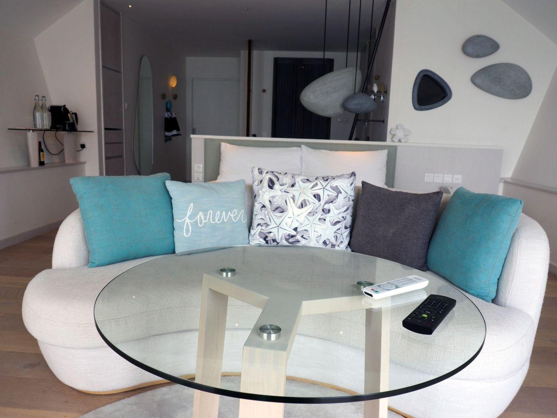 Lounge in Romantic Pool Water Villa