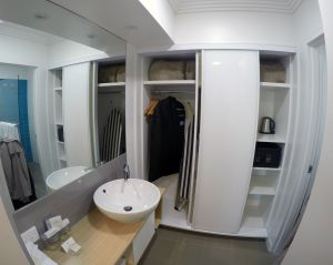 Sails Port Macquarie Bathroom and Wardrobe