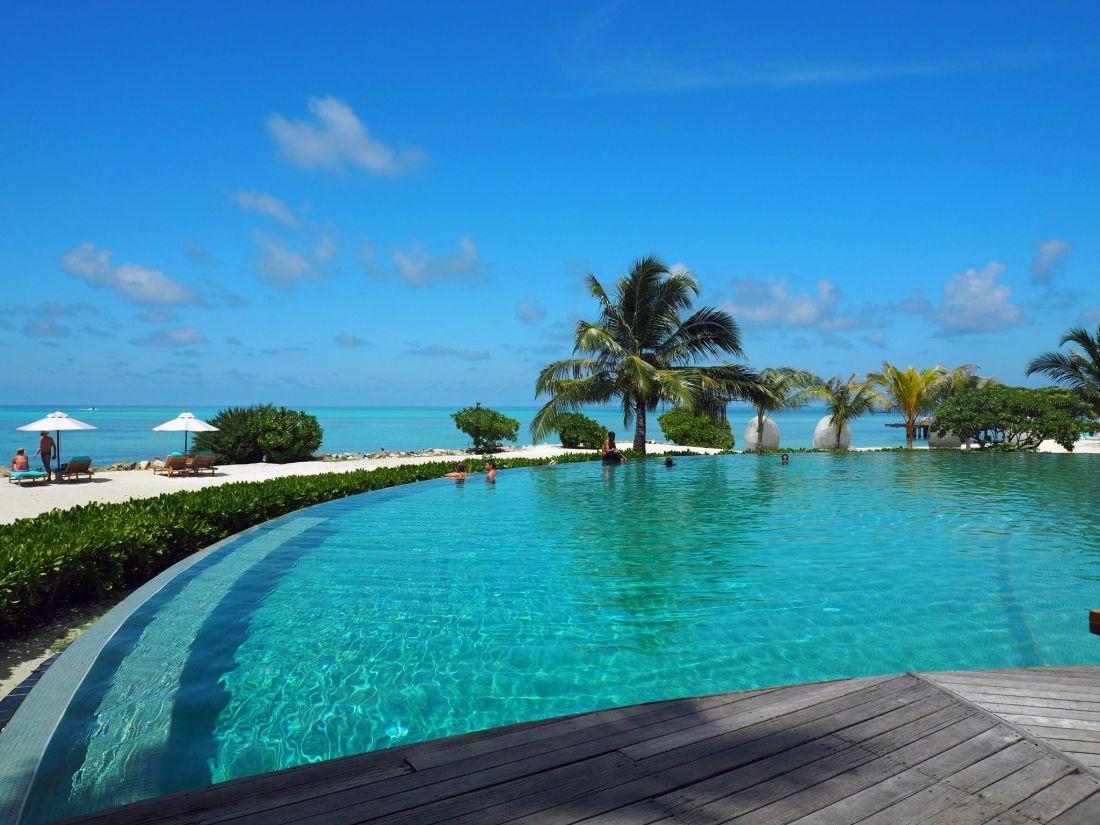 Infinity Pool LUX Maldives