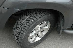 Nokian Hakkapeliitta studded tires. Credit: AlaskaMan, http://bit.ly/1OWp0BE