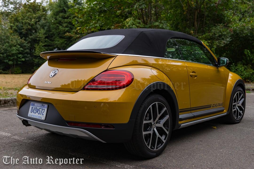 2016-volkswagen-beetle-dune-convertible_17