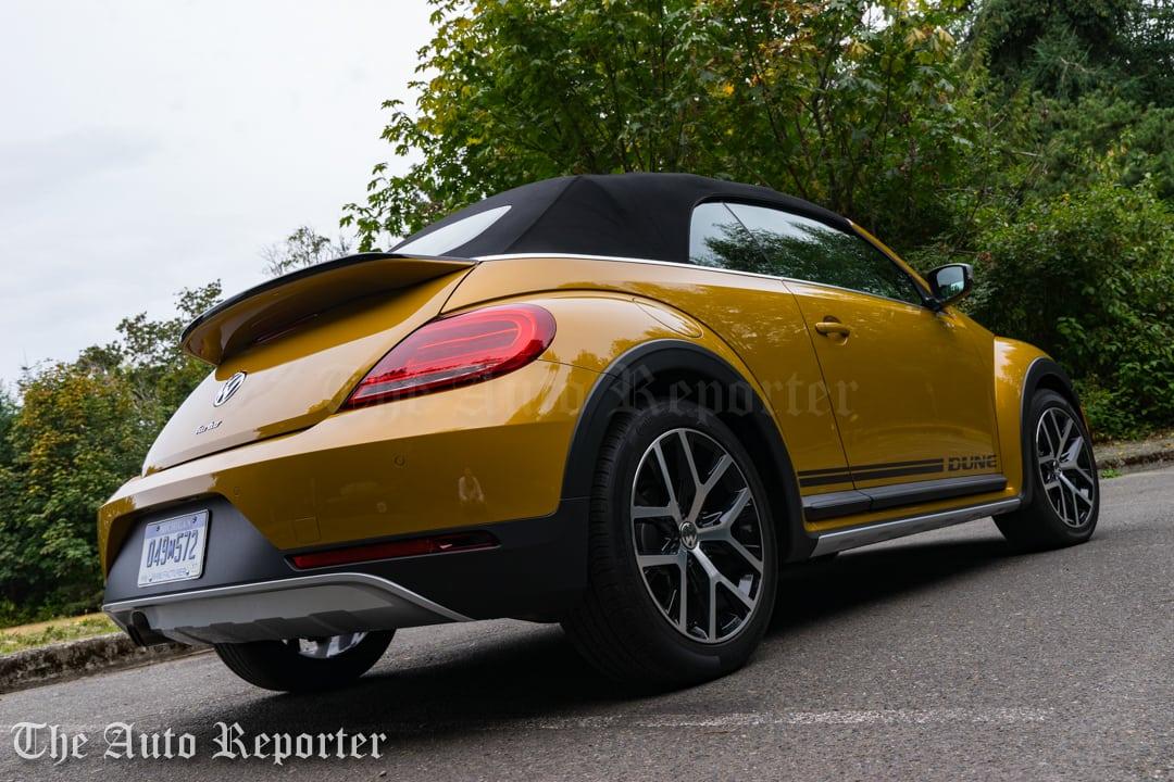 2016-volkswagen-beetle-dune-convertible_22