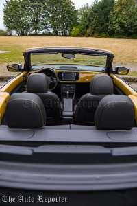 2016-volkswagen-beetle-dune-convertible_44