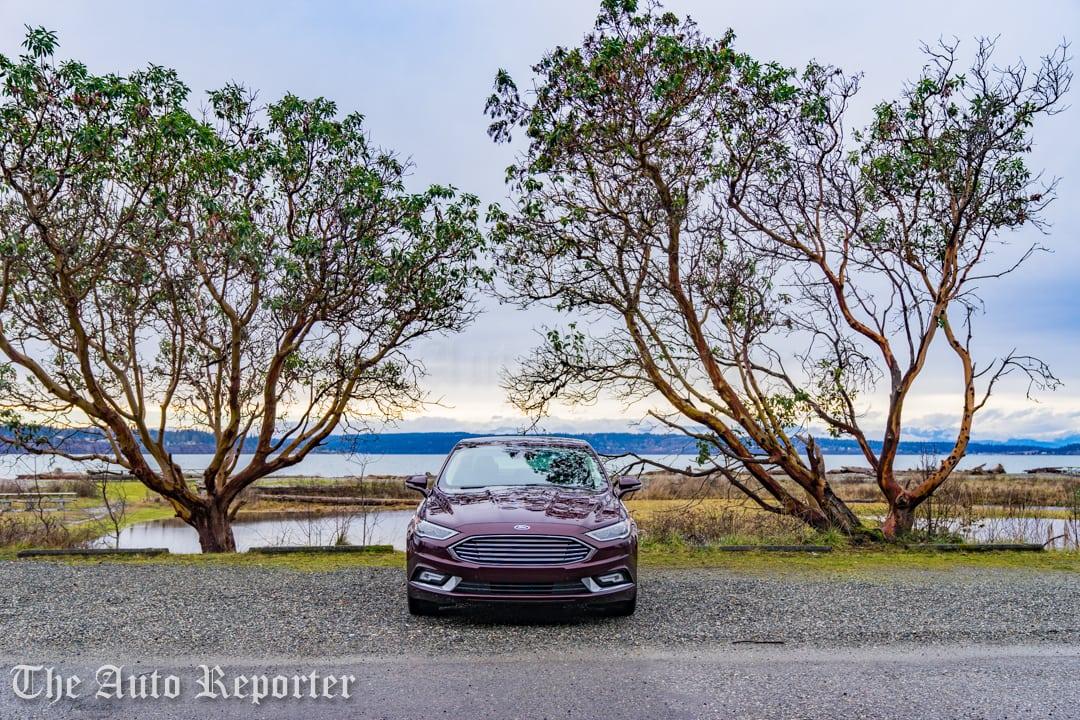 2017 Ford Fusion Hybrid _ 01