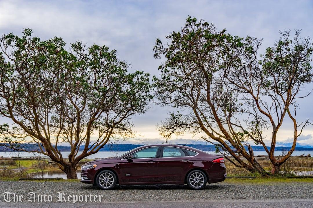 2017 Ford Fusion Hybrid _ 19