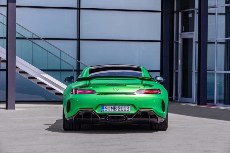 Mercedes-AMG GT R (2018), Performance-Green Magno, AMG Carbon Paket Exterieur, Kraftstoffverbrauch kombiniert: 12,4 l/100 km, CO2-Emissionen kombiniert: 283 g/km // Mercedes-AMG GT R (2018), AMG green hell magno, AMG carbon package exterior, Combined fuel consumption: 12.4 l/100 km, Combined CO2 emissions: 283 g/km