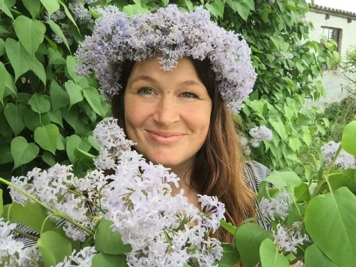 blogger Ulla Lake wearing a simple lilacs flower crown crafted on a warm summer day