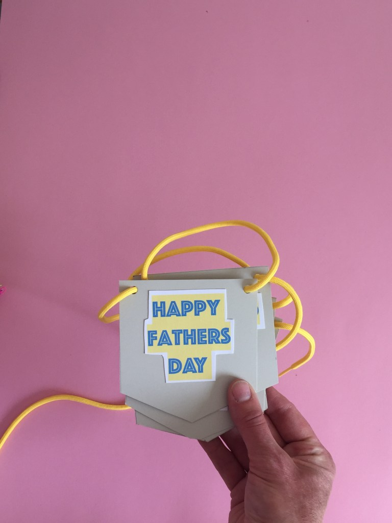 homemade fathers day bunting made by his kids is a super way to surprise dad