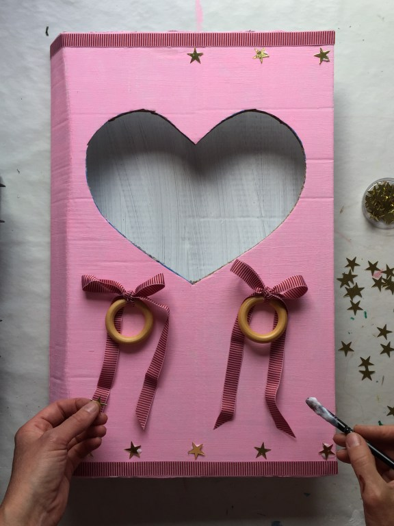 this ice cream parlour, made from a cardboard box, really is a fun and easy sustainable kids party idea!