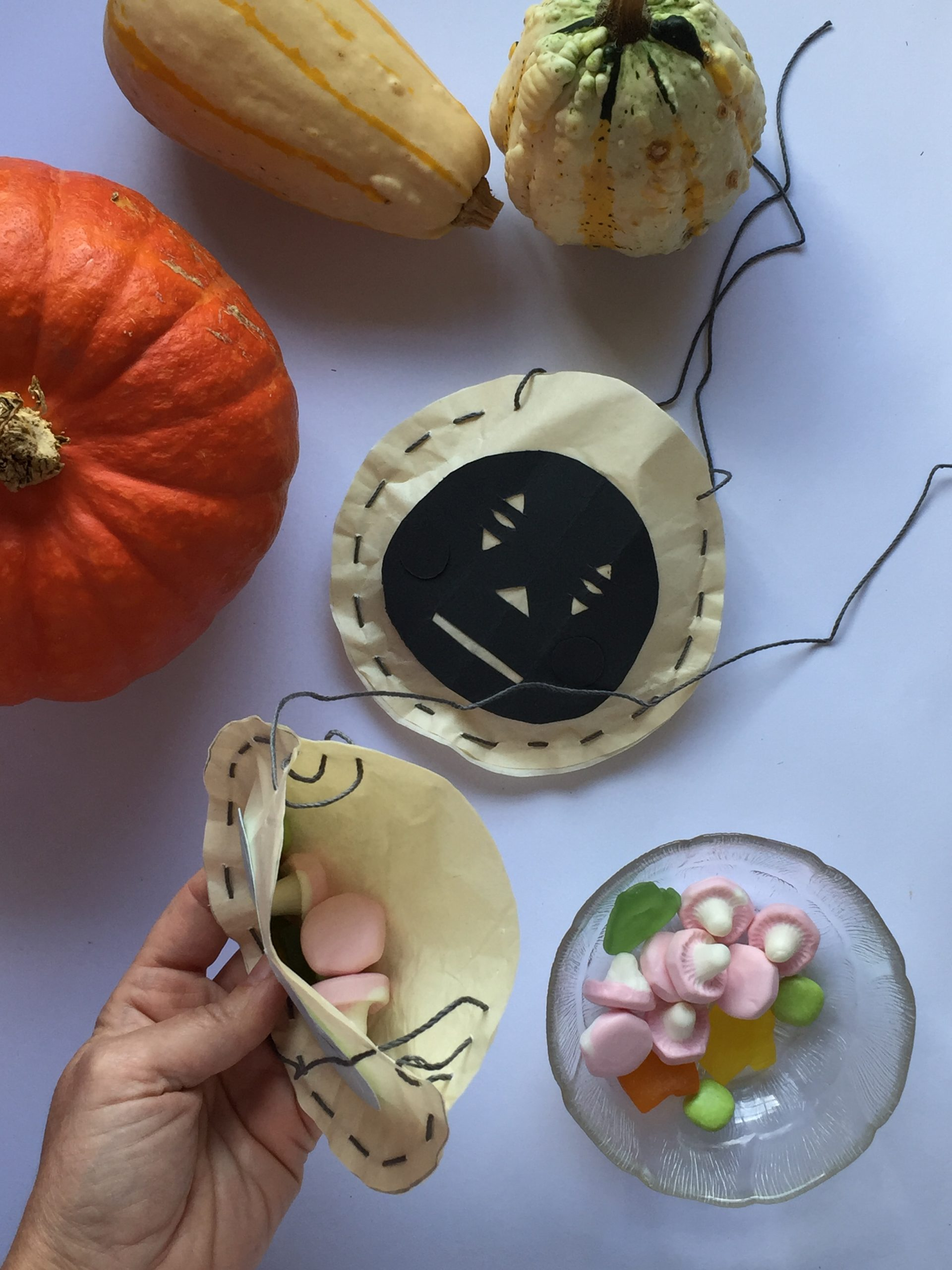 Pretty Halloween Pumpkin Candy Pouches – to make with kids!