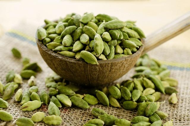 Green-cardamoms
