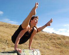 Yoga pose Tittibhasana to improve body balance
