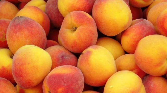 Healthy peach fruit for diabetes