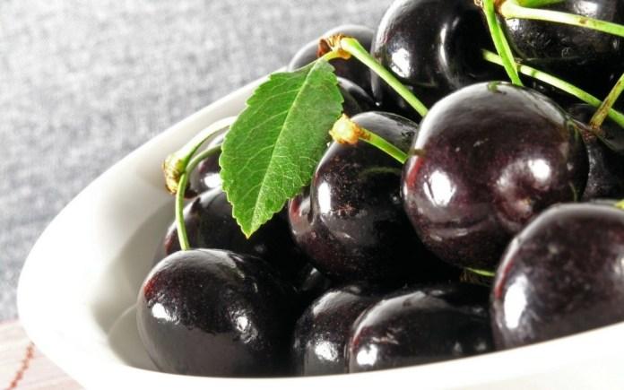 Jamun fruit  is the best Fruits for Diabetes patients