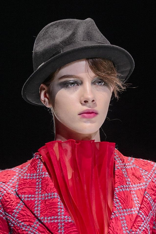 cappello sfilata nero rosso