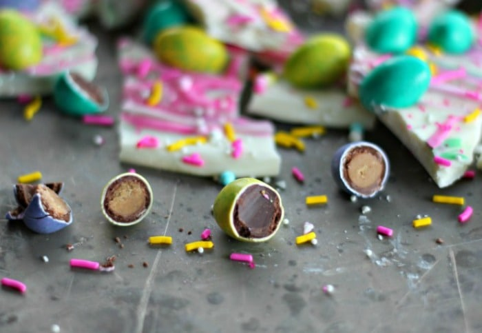 M&M® Easter Egg Chocolate Bark #mmschocolate #DoveChocolateUS #sponsored #ad