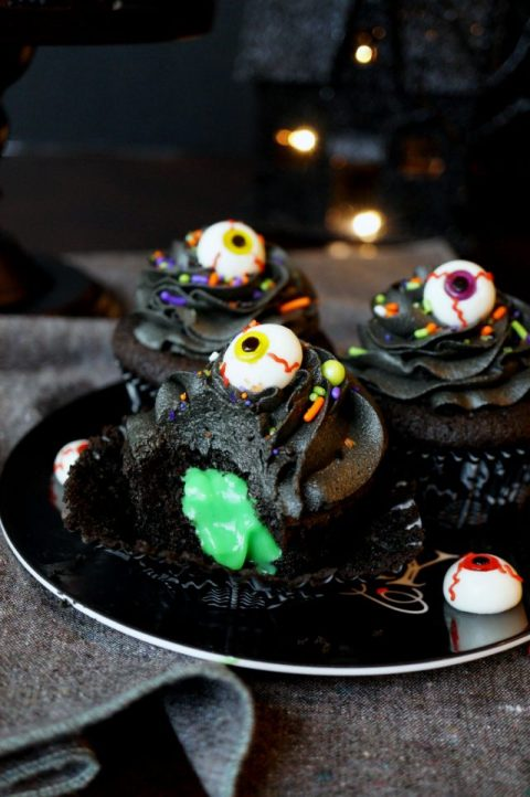 BLACK CHOCOLATE CUPCAKES WITH SLIME FILLING