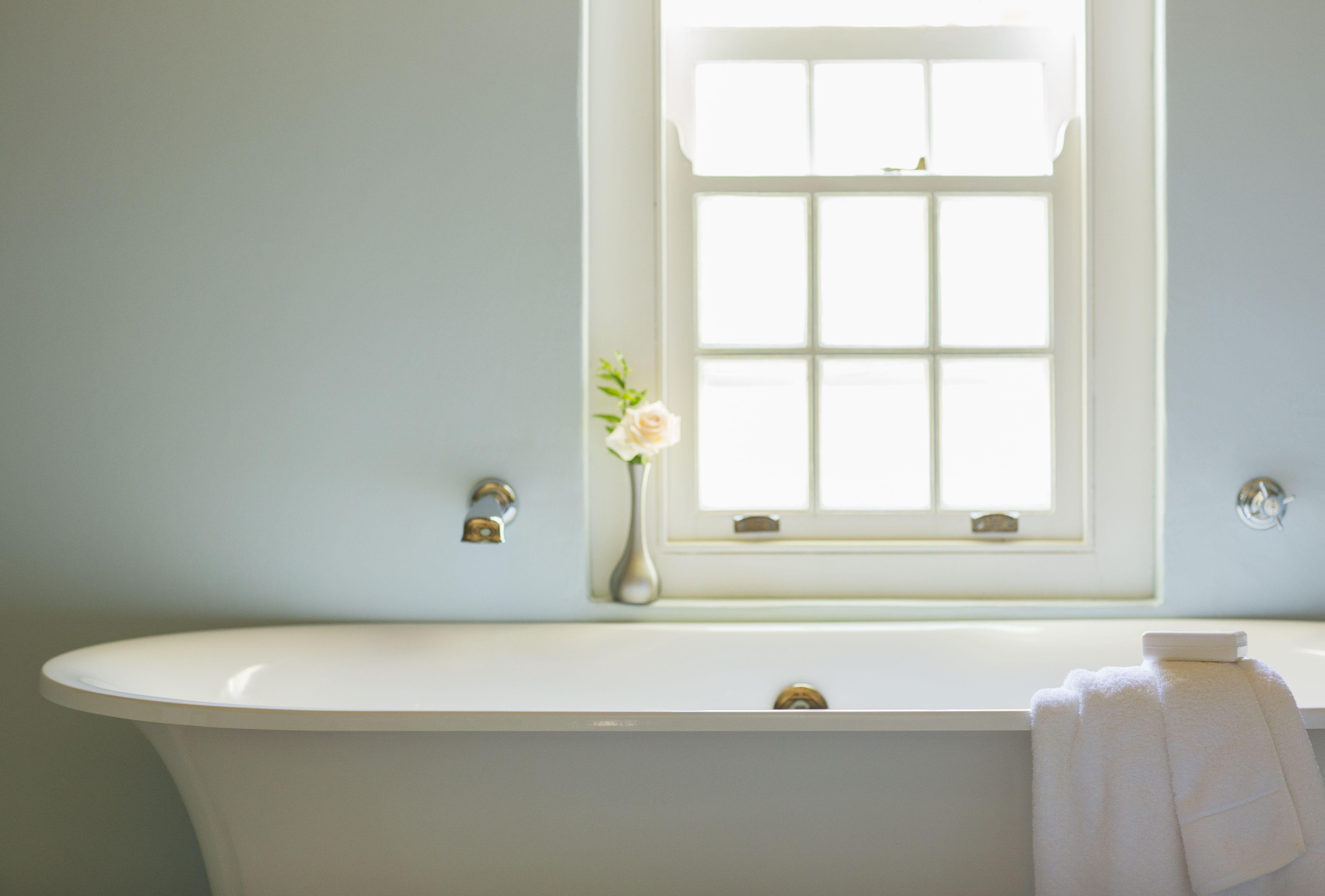 How To Choose The Best Bathtub Fiberglass Vs Cast Iron