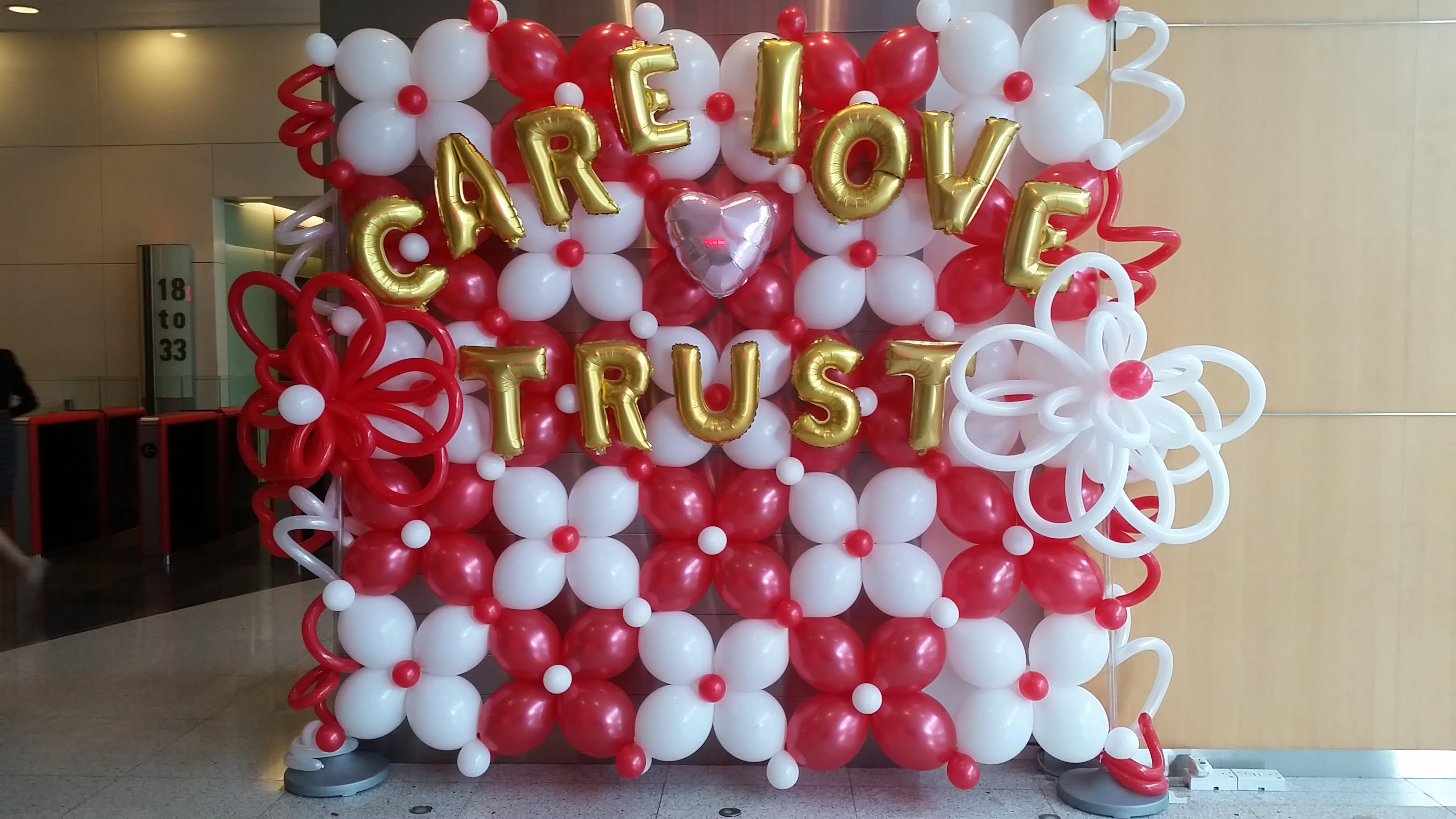 Singapore top balloon decorations balloon wall balloon for Balloon backdrop decoration