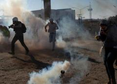 Migrants Decline Free Tear Gas Gift At Border Crossing