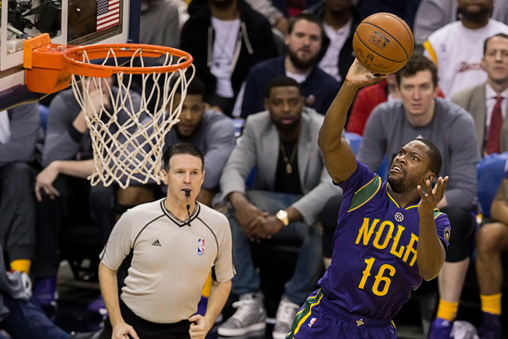 February 04, 2016: New Orleans Pelicans guard Toney Douglas (16) drives to the basket during the first half of the NBA game between the Los Angeles Lakers and the New Orleans Pelicans at the Smoothie King Center in New Orleans, LA. (Stephen Lew/Icon Sportswire)