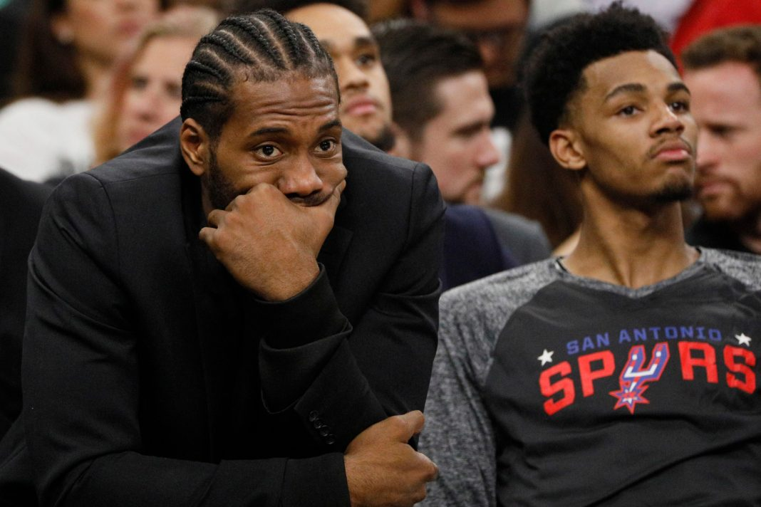 Nov 7, 2017; San Antonio, TX, USA; San Antonio Spurs small forward Kawhi Leonard (in suit) watches from the bench against the LA Clippers during the first half at AT&T Center. Mandatory Credit: Soobum Im-USA TODAY Sports