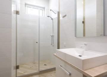¿Mamparas de ducha fijas o correderas?