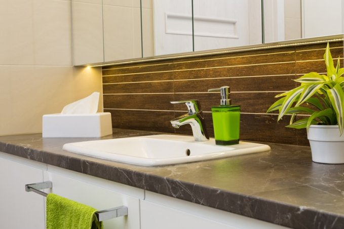 ¿Cómo decorar un cuarto de baño rústico?