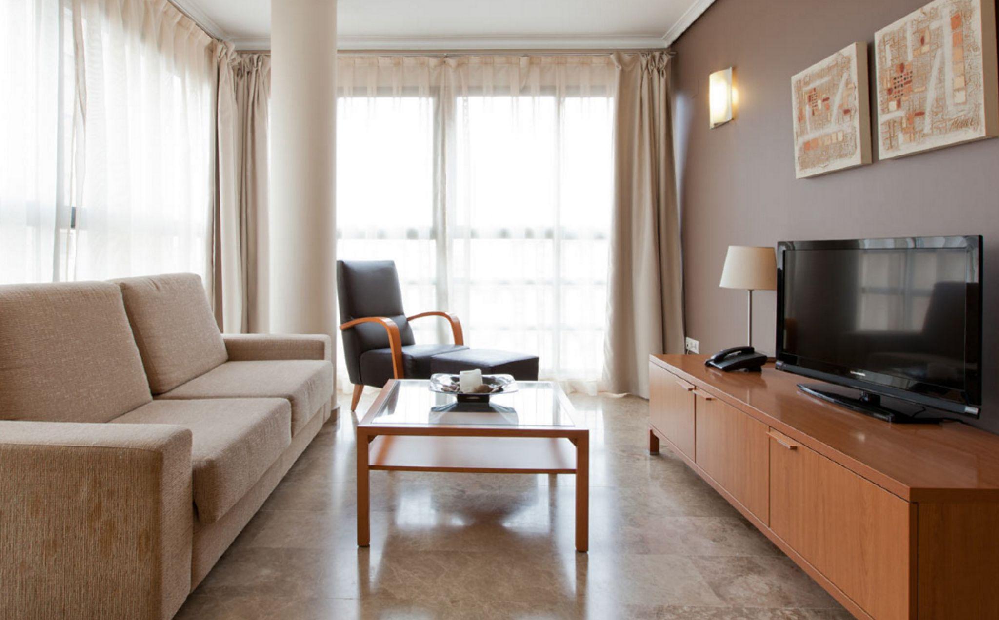 Les appartements de l'établissement apartamentos plaza picasso sont situés à valence, à côté du turia, l'ancien lit du fleuve aménagé en jardins luxuriants. Apartamentos Plaza Picasso   Proyectos destacados   Bathco