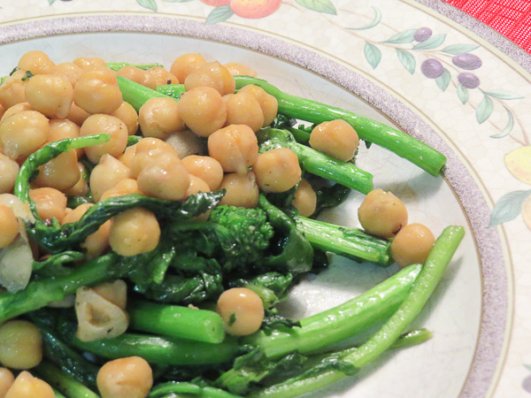 Rapini & Chickpeas - Sometimes you don't want pasta or are looking for a gluten-free option. Chickpeas/Garbonzo beans are a great replacement, especially with garlic and rapini (broccoli rabe).
