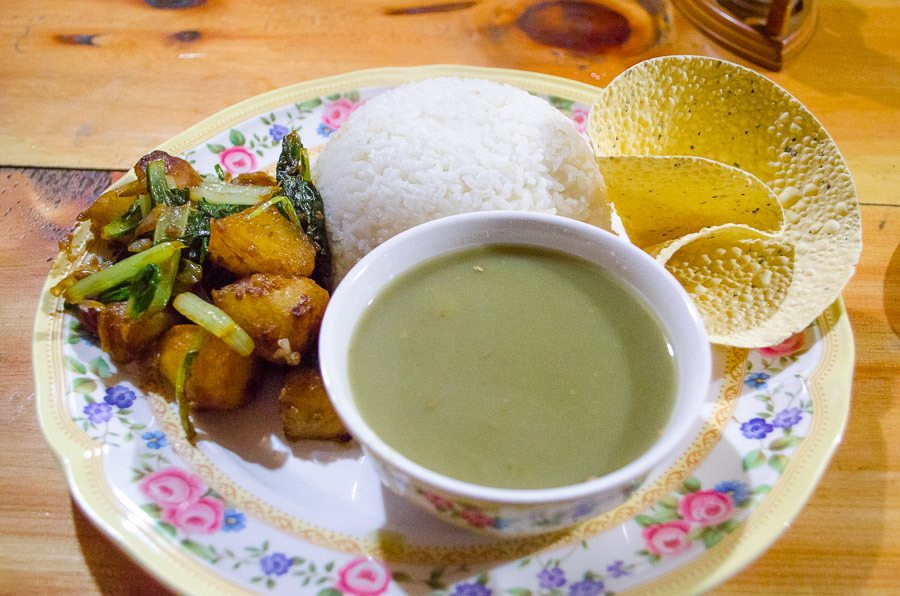 Dal Baht Set as regularly served on the Annapurna Circuit